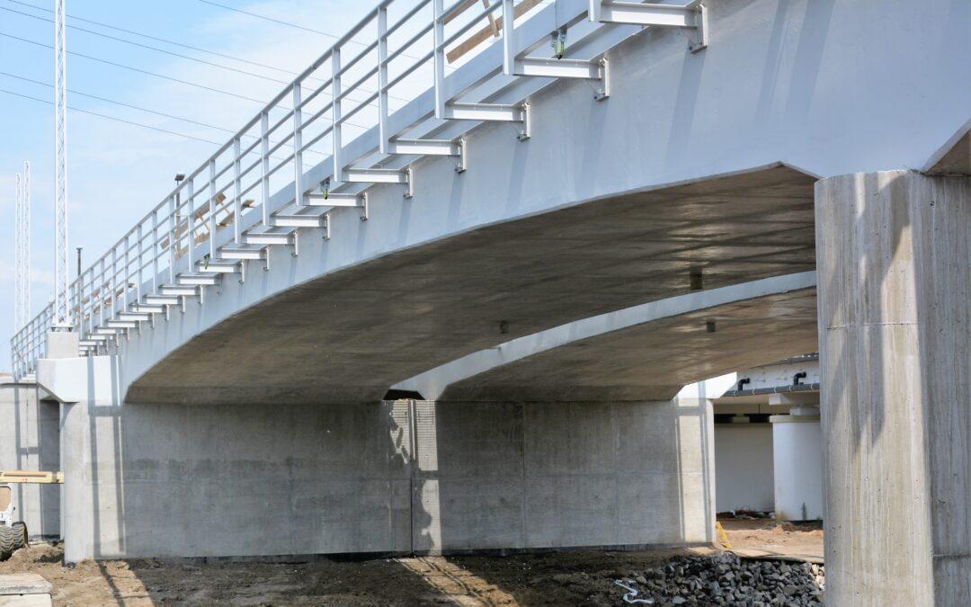Sprężenie wewnętrzne oraziniekcja kanałów kablowych mostu kolejowego wKędzierzynie Koźlu.